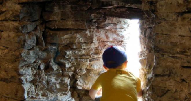 Un pomeriggio al Castello di Vezio tra falconeria e fantasmi