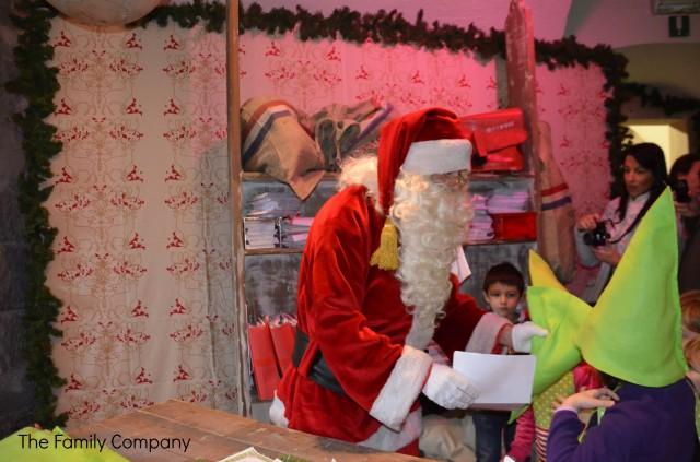 Babbo Natale e le divise da elfo