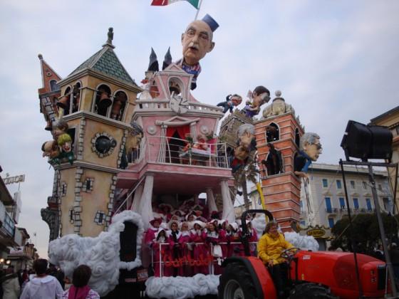 Carnevale di Viareggio 2012; credits: www.laversilia.it