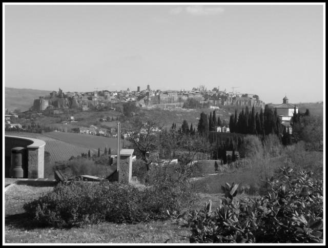 Vista di Orvieto lungo il percorso.Credits: Kiala Camper