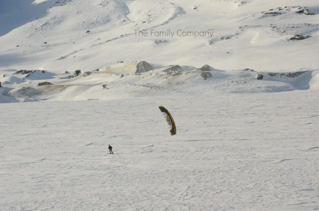 E, nelle belle giornate di sole, non sarà difficile imbattersi in acrobatici spettacoli di snowkite sui laghi ghiacciati.