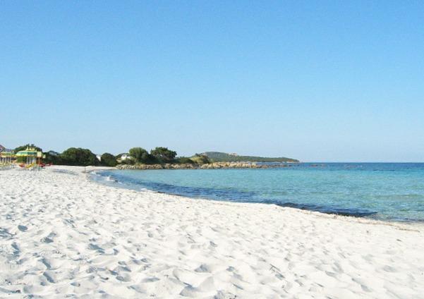 rena bianca mare con bambini Sardegna