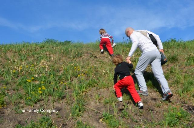 Viaggiare con bambini giocare insieme