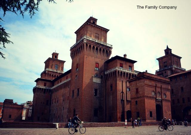 Ferrara Castello Estense overview