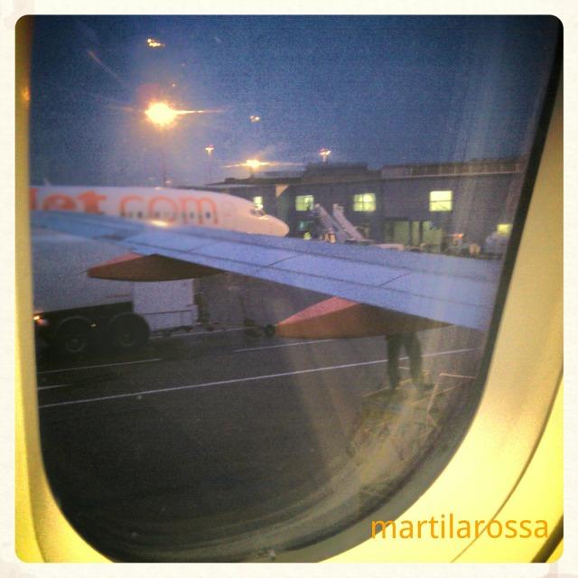 in aereo con neonati
