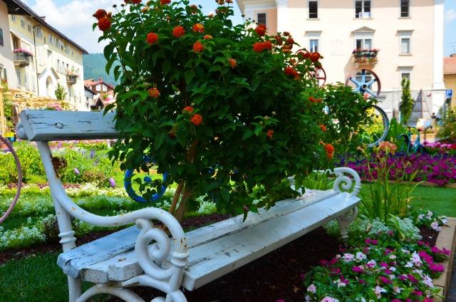 panchina fiorita cles