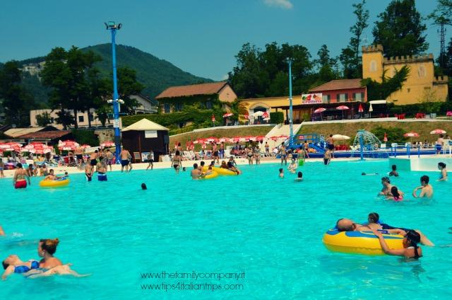 piscina ciambelle gialle