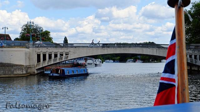 Il Caversham Bridge dalla barca