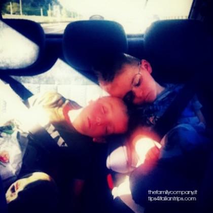 viaggiare con bambini in auto