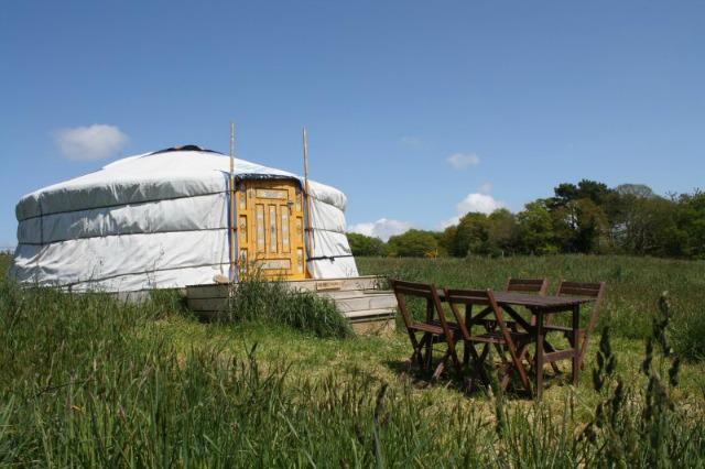 hotel insoliti bretagna, dormire in una yurta