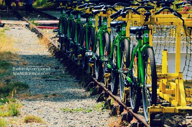 Le biciclette su rotaie in attesa di passeggeri