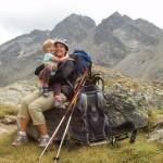 Un trekking, uno zaino porta bimbo, una cima e una famiglia