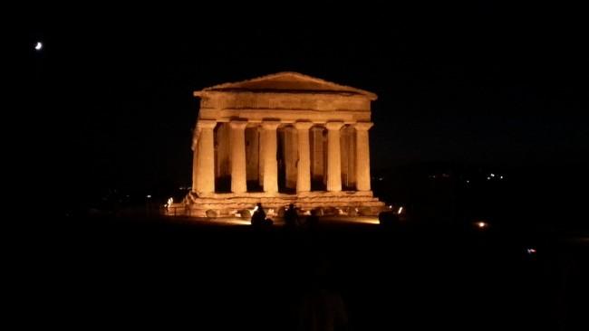 valle dei templi di notte