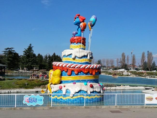La torta per i 45 anni di Leolandia davanti alla Minitalia