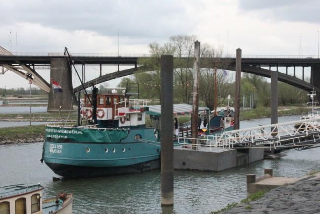 fiume nimega; olanda con bambini