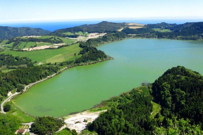 Il lago di Furnas.