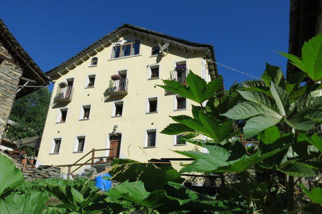 Il Rifugio dei Walser è formato dall'unione di tre case del 1700.