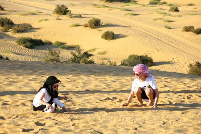Giochi di sabbia. Foto Roberto Savioli