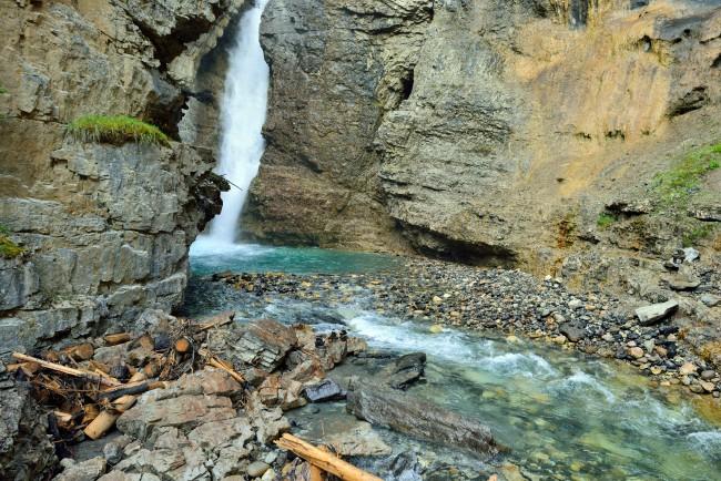 Canada cascata lungo la Icefield parkway