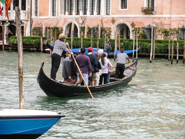 traghetto gondola