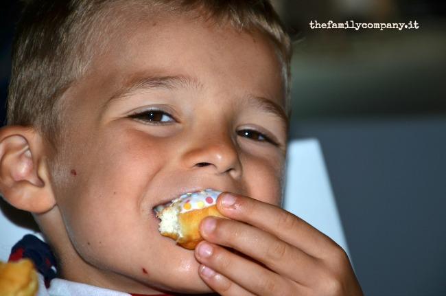 Alessio e i suoi donuts arcobaleno!