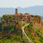 Civita di Bagnoregio con bambini: weekend tra Civita, Bomarzo e Bolsena